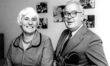 Joyce-Robertson-with-her--010